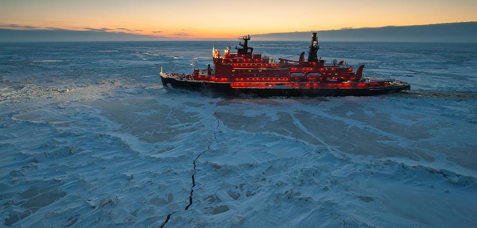 Forschungsschiff bleibt im unerwartet dicken arktischen Eis stecken: Festgefahren